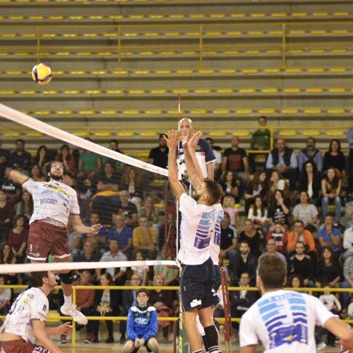 Buono il debutto in SerieA3 dell'Avimecc Volley Modica, peccato per il risultato. Al Palarizza vince il Tuscania Volley