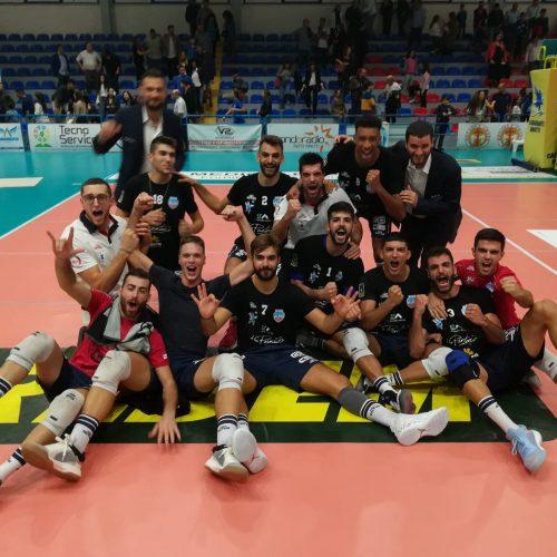 La Avimecc Volley Modica si riscatta e vince a Tricase, avanti di due set i biancoazzuri vincono al tie break